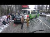 В аварии с маршруткой под Петербургом пострадало четыре человека