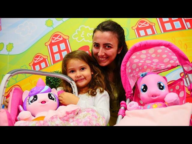 Oyuncak Ponyler ile BebekBakmaOyunu 🍼👶🏼 Oyun parkı oyunları İZLE. OkulÖncesi eğitim