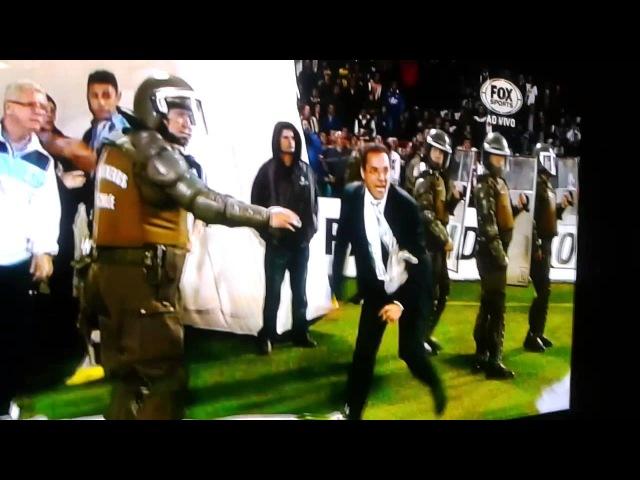 Briga no jogo Huachipato x Grêmio - Luxemburgo tomando um salve