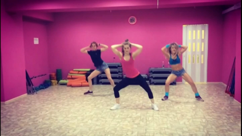 Жаркие танцы 💃😜 розоваятерриторияфитнеса тернировка спортэтожизнь спортивныедевушки девочкижгут танцы пятница