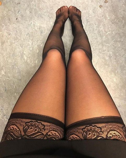 Фото голых девушек с сексуальными ножками тот