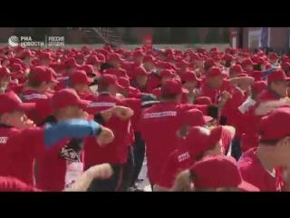 超过300人在红场为打破吉尼斯纪录而进行拳击搏斗
