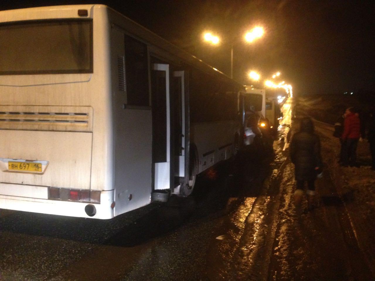 ВТатарстане вДТП «Калину» зажало между автобусами
