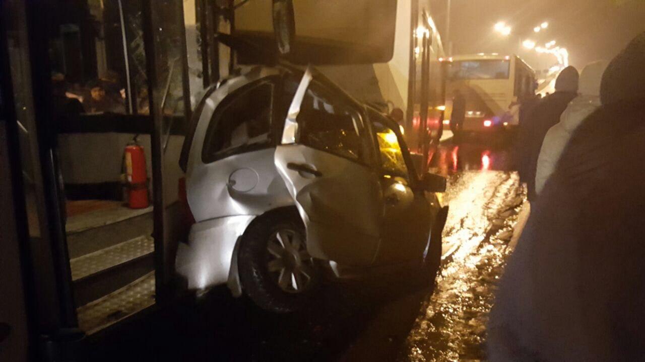 ВНижнекамске два автобуса зажали «Ладу Калину», расплющив ее«всмятку»