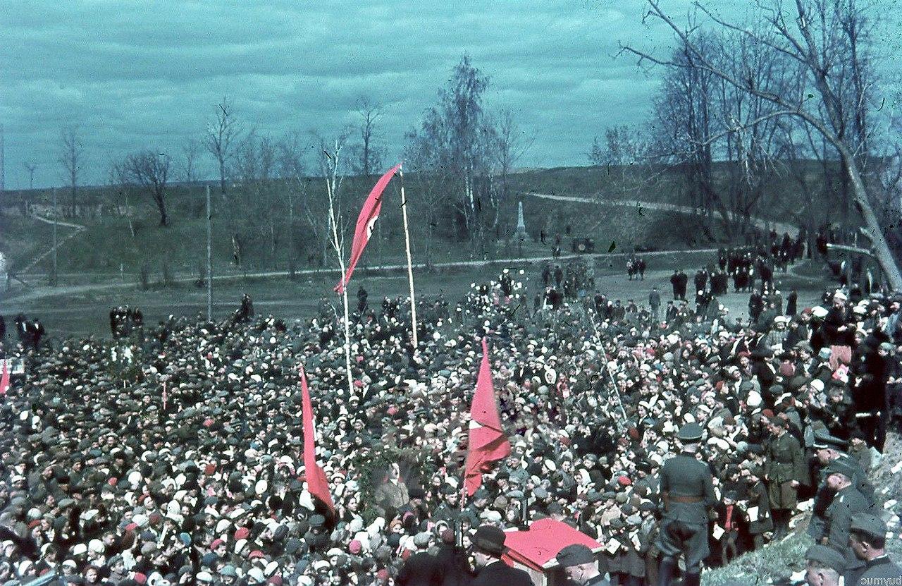 1 мая 1942 в Смоленске ZjeZkqWJ1Fg