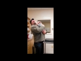 Первая реакция юного питбуля на своего спасителя-человека