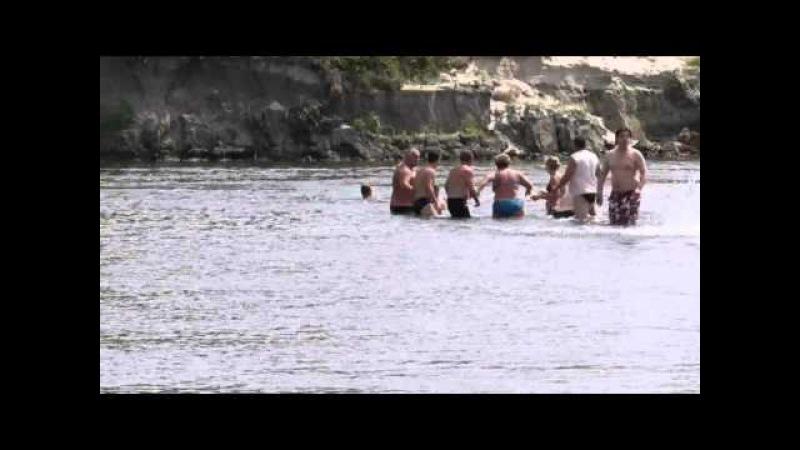 Коварная Десна! Живая цепь - Чудесное спасение! Human Chain - miraculous rescue on the water!