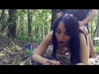 Секс с женой в лесу видео