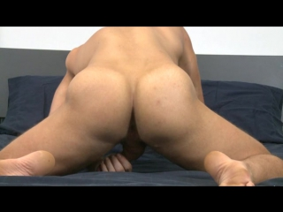 Gay Porn Solo : Austin Wolf showing his sexy ass hole