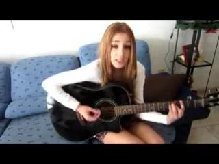 Красивая девушка классно поет под гитару! Ангельский голос!
