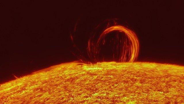 Вспышка Солнца «сжигает магнитное поле Земли»