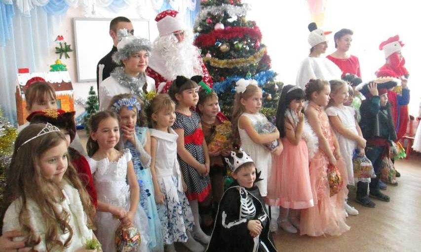 Михайловские волонтеры проводят традиционную акцию «Новогодняя сказка в подарок»