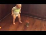 У этого малыша есть чему поучиться :)