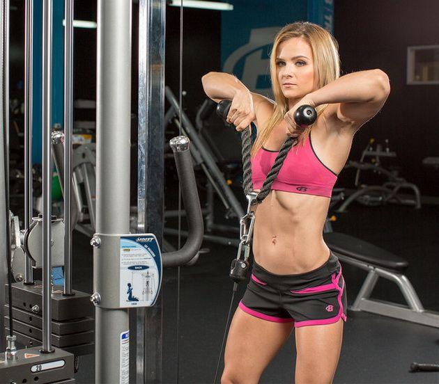 4OWSpIvNRaA 10 лучших упражнений на блоках для мышечного роста
