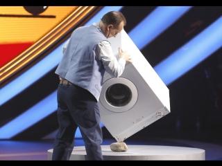 Что он вытворяет со стиральной машинкой?!! Вы не поверите своим глазам!