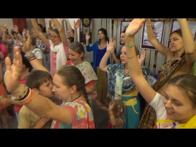 гаура-арати и киртан (Москва, июль 2014)