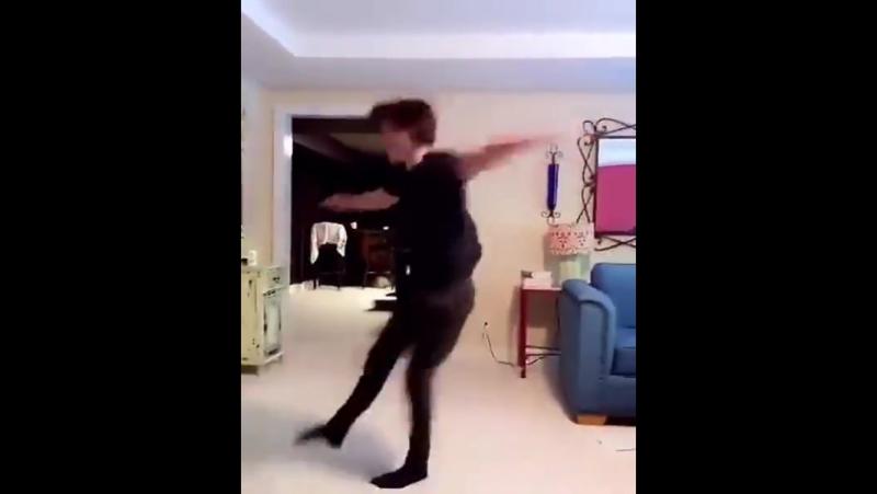 Человек - Паук танцует балет!