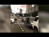 Танцующий кортеж на свадьбе сотрудника МВД проехался по Москв