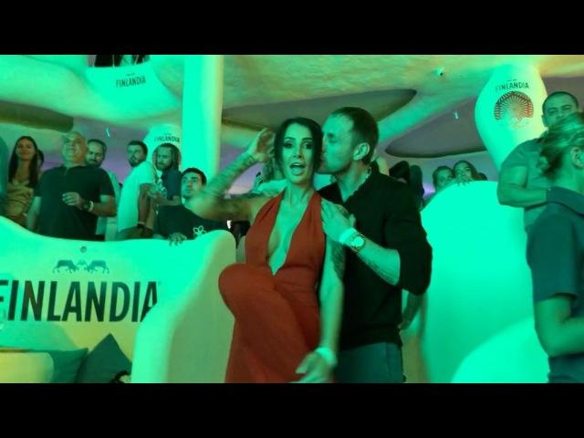 Не перестаю повторять о том как мне повезло с мужем 😃😍😍 наши танцульки уже ритуал на каждом мероприятии 😃😍 Санчоусы в деле 😉 быть на одной волне кайф!! Люблю тебя мой танцор @aleksandrlipovoy 10084