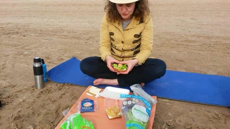 еда на песке