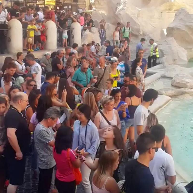 Самый крупный фонтан Рима Твери (Н 25.9 m ,L 19.8... Рим 17.08.2017