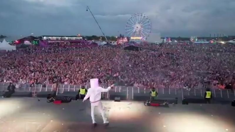 Dimitri Vegas Like Mike vs WW - Crowd Control [played by Marshmello]