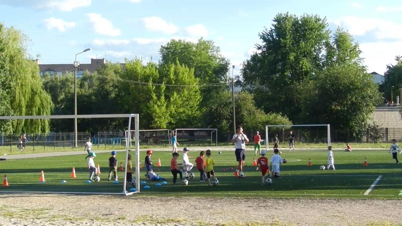 Тренуються наймолодші вихованці ДЮФК