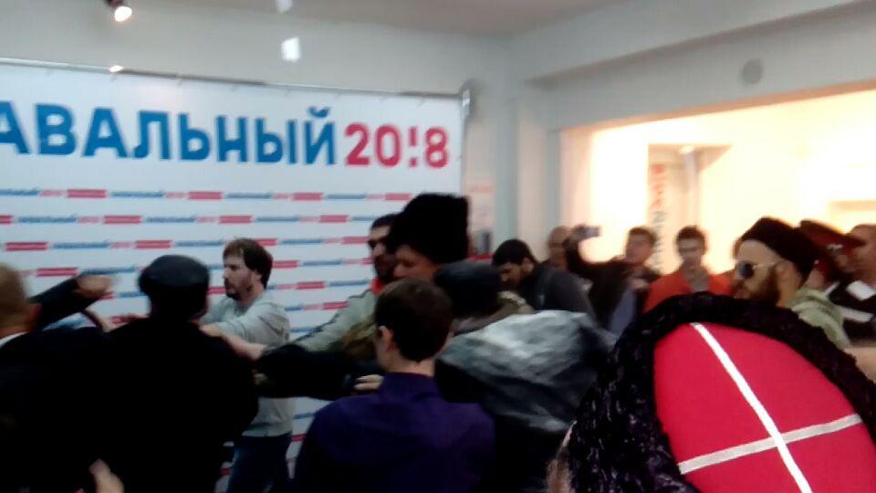 Казаки - нападение на штаб Навального в Краснодаре