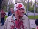 28 апреля 2014. Донецк. Бандеровца отпизили за флаг 29.04.2014