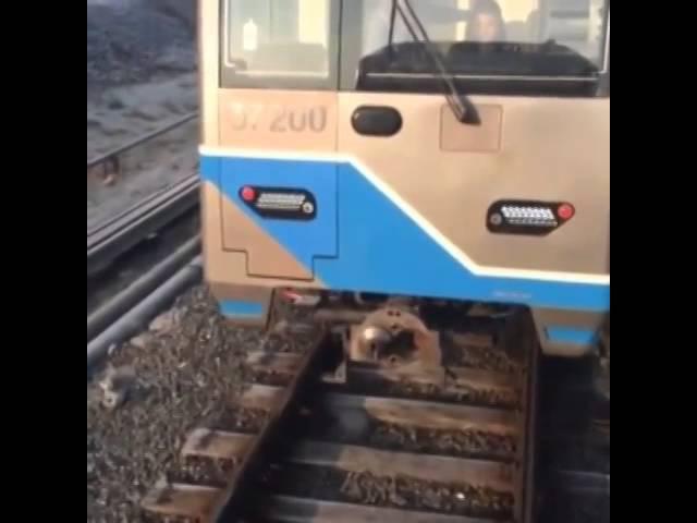 Неудачный учебный сцеп поездов в московском метро.