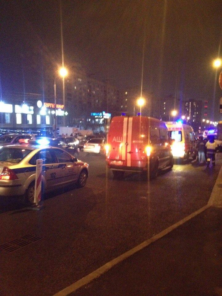 В Сети появились фото с места смертельной аварии в Москве