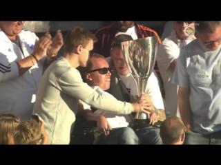 Игроки Копенгагена отдали кубок своим фанатам