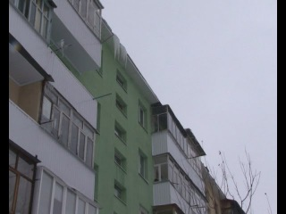 Не капитальный ремонт домов: спуст0я год после ухода строителей потекла крыша. Старый Оскол