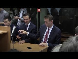 Навальный крутит спиннер перед приговором