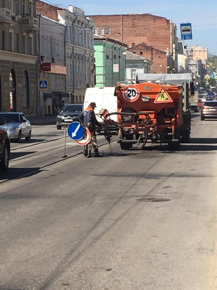 Ремонтники повредили часть трамвайных рельсов (ФОТО)