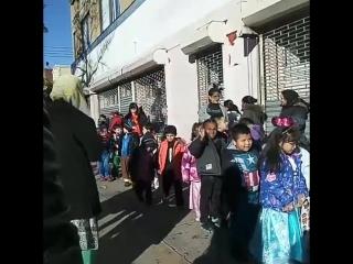 Хэллоуин.парад в школе у сына.