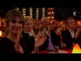 Karen et Dominic - Les drapeaux humains - Plus grand cabaret du monde 4 juin 2016