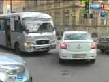 В Ростове маршрутка протаранила легковой автомобиль