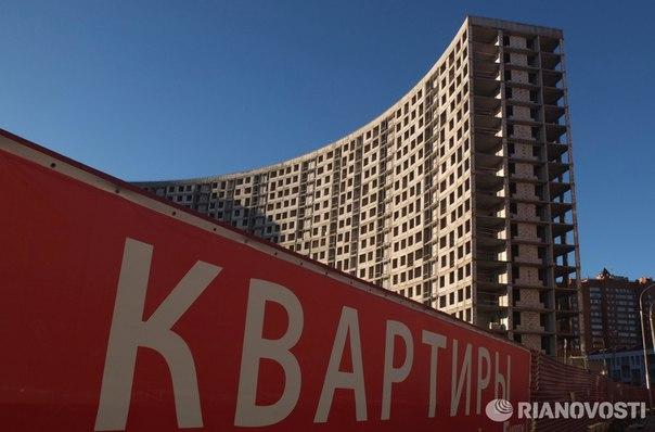 Владельцы квартир в новостройках в этом году начнут платить за них налог на имущество: https://ria.ru/economy/20160929/1478173323.html