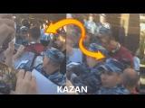 Cristiano Ronaldo gives autographs in Kazan/Роналду даёт автографы в Казани 26.06.2017