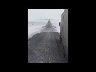 В Казахстане вертолет сел на трассу, пилот просто потерялся