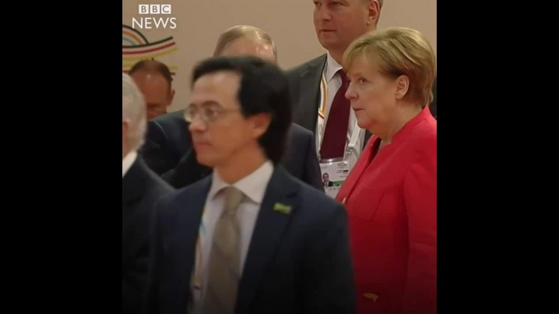 Angela Merkel rolls her eyes at Vladimir Putin