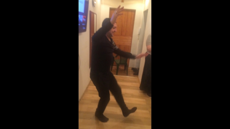 Петя Заднепрян танцует