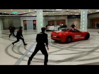 Безумная гонка мажора на Ferrari по ТРЦ