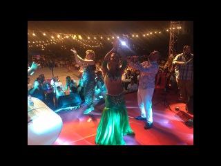 Oryantal Didem performing in a wedding
