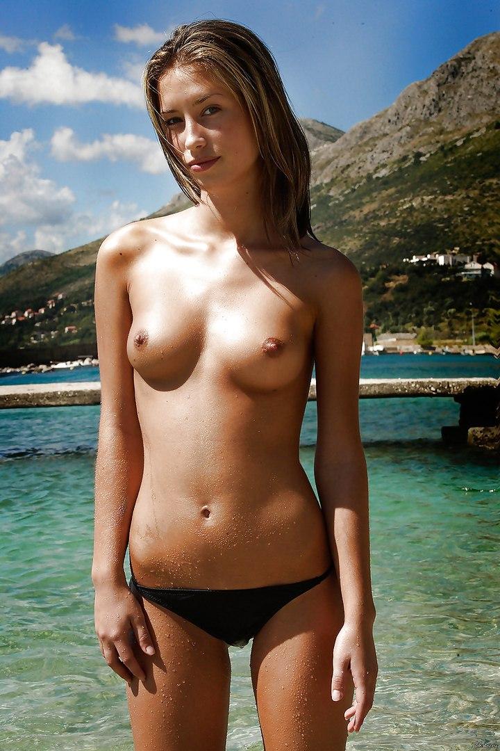 Free nude mature woman pics