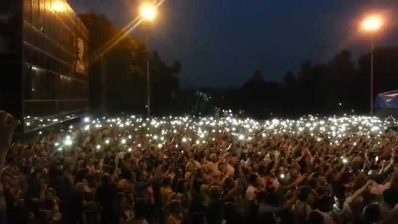 Терять нечего Запрещенные на Украине музыканты потянулись на Донбасс Аншлаг на концерте Олега Газманова в Донецке 04 08 17