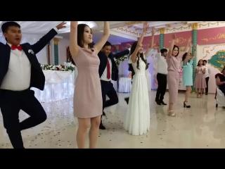 Калмыцкий танец жениха, невесты и друзей. Элиста Калмыкия.