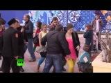 Казаки избили Pussy Riot в Сочи Пуси Райт получили по полной)))