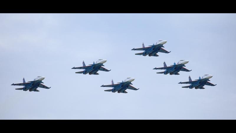 МАКС2017 Пилотажная группа Русские витязи. Петля Нестерова.